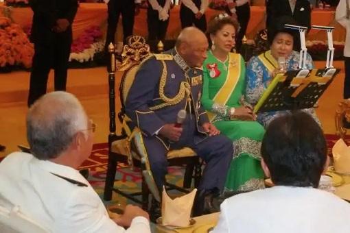 Najib Razak and Rosmah - Singing With Pahang Sultan Ahmad Shah