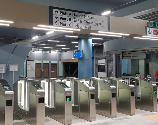 Brutal MRT Robberr - Cheras Taman Mutiara Mass Rapid Transit MRT Station