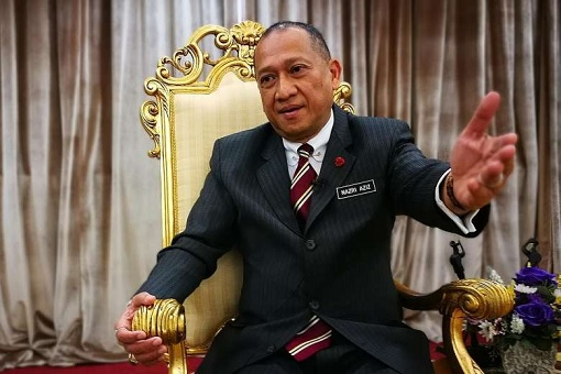Nazri Aziz - Sitting On Golden Chair