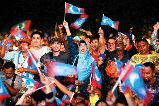 Pakatan Harapan Supporters - PKR Flags