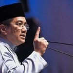 Stay Cool, Don't Panic - Azmin Shows Horrible Leadership By Rushing For Racist Malay Agenda