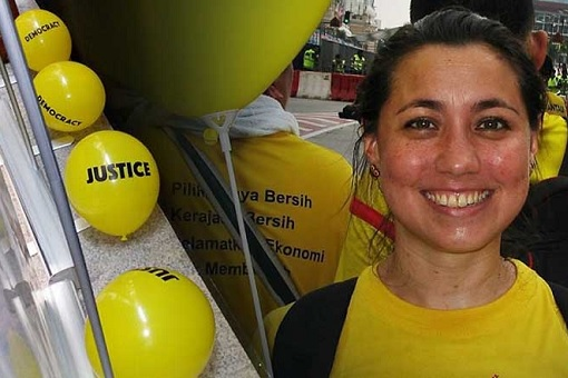 Dancer Bilqis Hijjas - Dropped Yellow Balloons Insulting Najib Razak