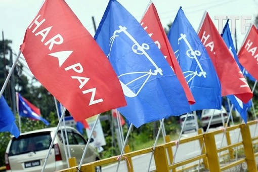 Semenyih by-Election - Harapan and Barisan Nasional Flags