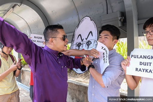 University Malaya Student Protest Crooked Najib - Attacked by UMNO Gangsters 2