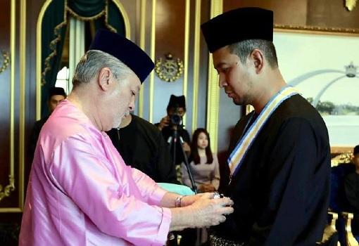 Johor Sultan Ibrahim Awarded Menteri Besar Chief Minister Sahruddin Jamal