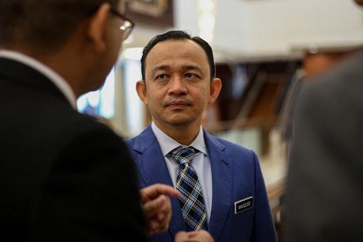 Education Minister Dr Maszlee Malik - Discussing