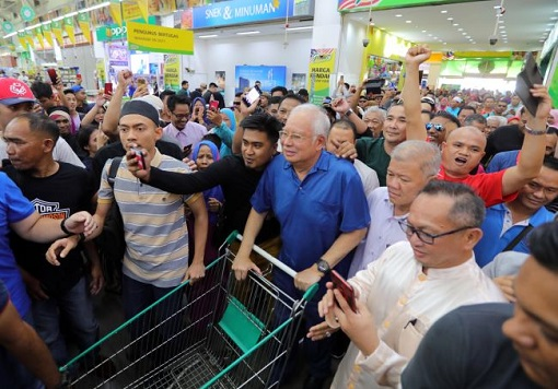 Sandakan Sabah By-Election - Najib Wheeling Trolley at Giant Supermarket