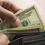 Here's How Much Cash Billionaires Bill Gates & Warren Buffett Carry In Their Wallets