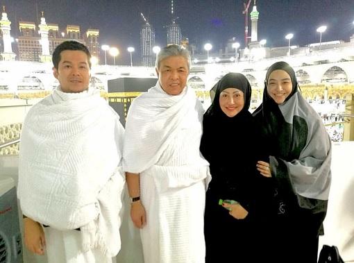 Zahid Hamidi and Family - Umrah in Saudi Arabia