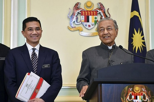 Azmin Ali and Mahathir Mohamad - Smiling