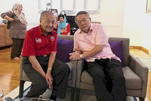 Mahathir Mohamad with Lee Kim Yew