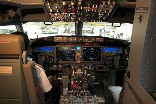 Boeing 737 MAX 8 - Cockpit of the Aircraft