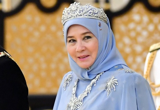 Queen Azizah's Popularity Is Rising, And Could Easily Outshine World's Oldest Prime Minister Mahathir