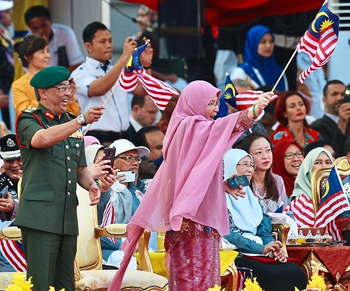 The King Sultan Abdullah and Queen Azizah - Waving Flags