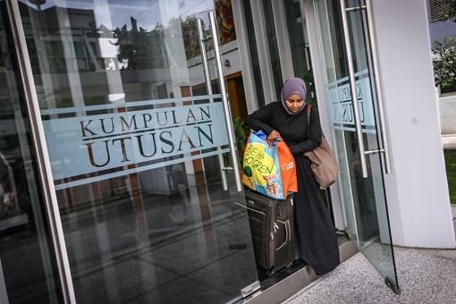 Utusan Melayu Malaysia Closed Down - Staff Packing