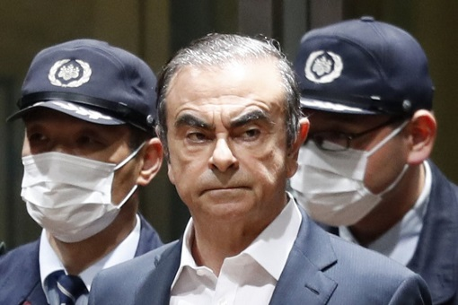 Carlos Ghosn Arrested in Japan - Escort by Police