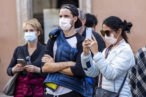 Coronavirus - Americans Wear Mask