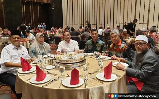 Coup New Government - PAS and UMNO Leaders at Sheraton PJ
