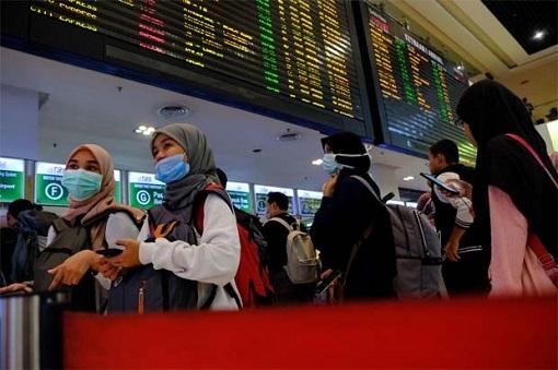 http://www.financetwitter.com/wp-content/uploads/2020/03/Coronavirus-Malaysia-Lockdown-Travellers-Buy-Ticket-Return-To-Kampung-Hometown.jpg