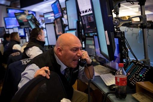 Stock Market Trading Floor - Screaming