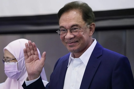 Backdoor Government Has Fallen? - Why Anwar Strikes Now & How Did He Get The Numbers To Checkmate Muhyiddin