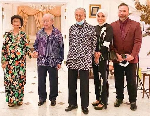 Mahathir Meets Razaleigh - Photo