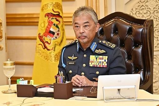Agong - King Sultan Abdullah of Pahang - Desk