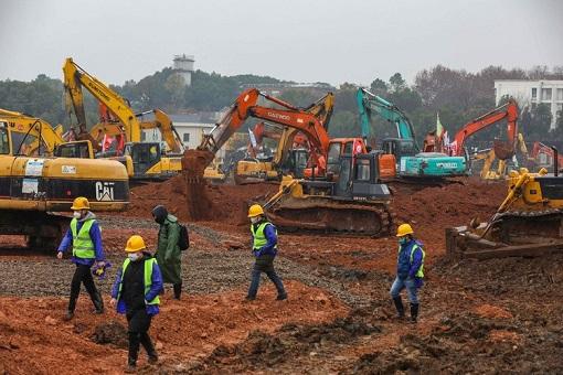 Coronavirus - China Excavators Bulldozers Build Hospital - 3