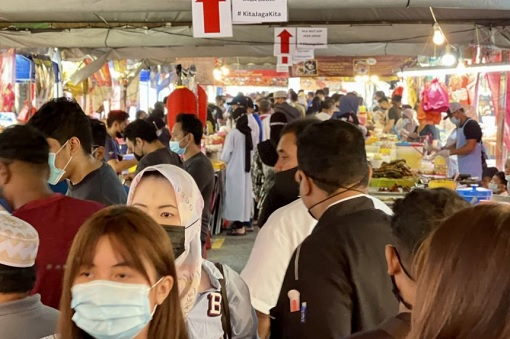 Coronavirus - Ramadan Bazaar Crowd - Low Compliance