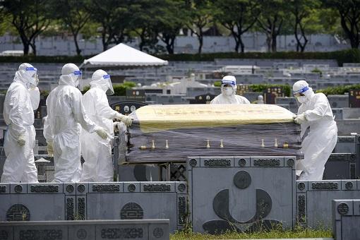 Coronavirus - Malaysia Covid-19 - Caretaker Carrying Coffin