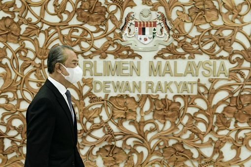 Muhyiddin Yassin Runs Away From Parliament - MIA