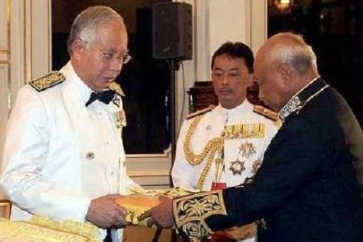 Najib Razak - Relationship With Pahang Sultanate