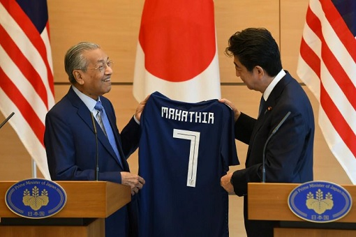 Malaysian PM Mahathir Mohamad and Japanese PM Shinzo Abe - Jersey