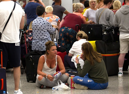 Thomas Cook Collapse - Bankruptcy - Passengers Stranded at Airport